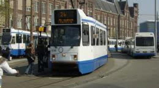 Carousel_bus_tram_amsterdam_centraal