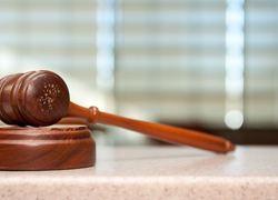 Normal_rechtszaak_hamer_rechtbank1