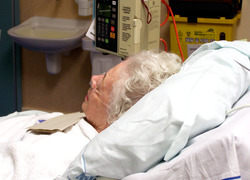 Normal_oudereren_oma_ziekenhuis_bed_patient